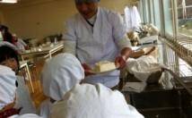 小学校で手作り豆腐教室